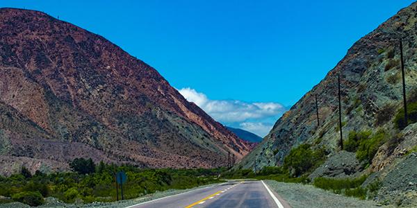 Foto de una ruta en Purmamarca, hecha por Jimena García