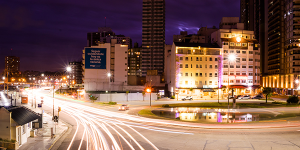 Foto del puente Illia de noche, hecha por Roberto Fernandez